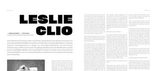 Leslie Clio: Mit Mikrofon und Flügeln