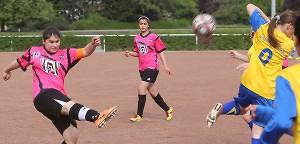 Nordstadt pur: Mädchenfußball beim SC STS Asteria Dortmund - Kein Hobby, sondern Leidenschaft