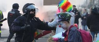 Polizei: Offen, transparent, verfassungswidrig