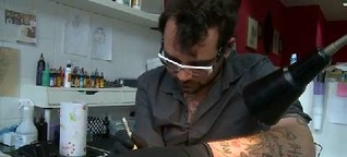Tattoos: Traditionelle Technik, neue Motive