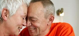 Bayern 2: Sexualbegleitung für Senioren: Zeitlose Sehnsucht nach Berührung | BR.de