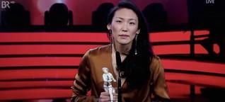 Uisenma Borchus Rede zum Bayerischen Filmpreis für SCHAU MICH NICHT SO AN