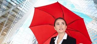Banken verleihen Regenschirme
