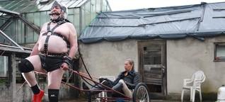Wenn Bernd zum Pferd wird: Auf einer Petplay-Party in Bayern