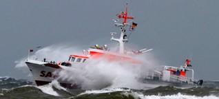 360°-Video: Wie man ein Rettungsschiff auf stürmischer See steuert