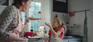 #Zeitverschenkt: Der neue Edeka-Weihnachtsspot will entschleunigen und katapultiert uns in die 50er-Jahre zurück