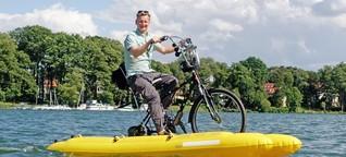 Michael Kessler fährt mit dem Schwimmfahrrad um Berlin