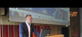 Anmoderation von Hansi Voigt (watson.ch) bei Besser Online 2015