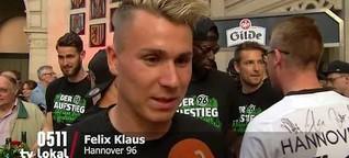 Hannover 96 feiert den Aufstieg auf dem Rathausbalkon