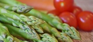 Königliches Gemüse mal anders: Spargel in Pesto und Knödeln [1]