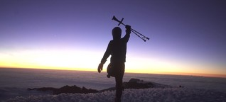 Mit einem Bein auf den Kilimandscharo