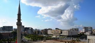 Bunker, Pyramiden, Szenebars - Reise nach Tirana