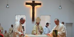 Bewegende Kirchweihe mit uralter Zeremonie