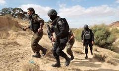 Tunesien rüstet die Grenzen gegen Schmuggler und Terroristen auf