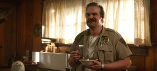 """Stranger Things"": Chief Hopper quarzt zu viel"