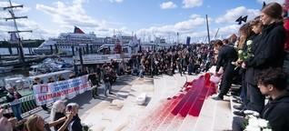 """Cruise Days: """"Blutiger"""" Protest von Klima-Aktivisten gegen Kreuzfahrt"""