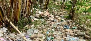 Eine Trauminsel versinkt im Müll