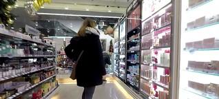 Zahlen Frauen beim Parfüm drauf? | MDR.DE