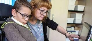 Ein Junge und sein Sprachcomputer: Tim spricht mit Hilfe seiner Augen – dpa Kindernachrichten