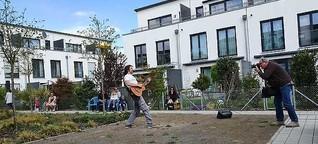 Kunst in Zeiten von Corona: El Mago Masin spielt Innenhofkonzert