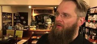 Passauer Barista zeigt, wie er den perfekten Kaffee zubereitet