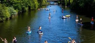 Paddler gegen Schiffe: Sommer, Sonne, Stehen