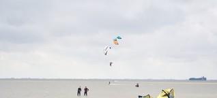 Serie Wasserspiele: Beim Kitesurfen spielt der Wind eine große Rolle