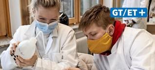 Duderstadt: Schüler der BBS verschenken selbst gemachtes Desinfektionsmittel zu Weihnachten