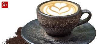 Tassen aus Kaffeesatz: Heißen Kaffee aus kaltem Kaffee trinken