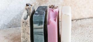 Natürliche Seifen für Haut und Haare selbst machen: So geht's