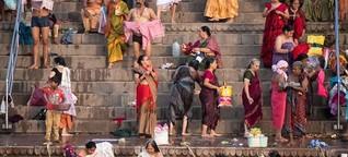 Indische Flussgöttinnen - Heiliges Bad in schmutzigem Wasser