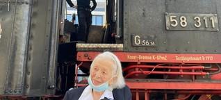 Die 100-Jährige, die am Karlsruher Bahnhof auf eine gleichalte Lok traf